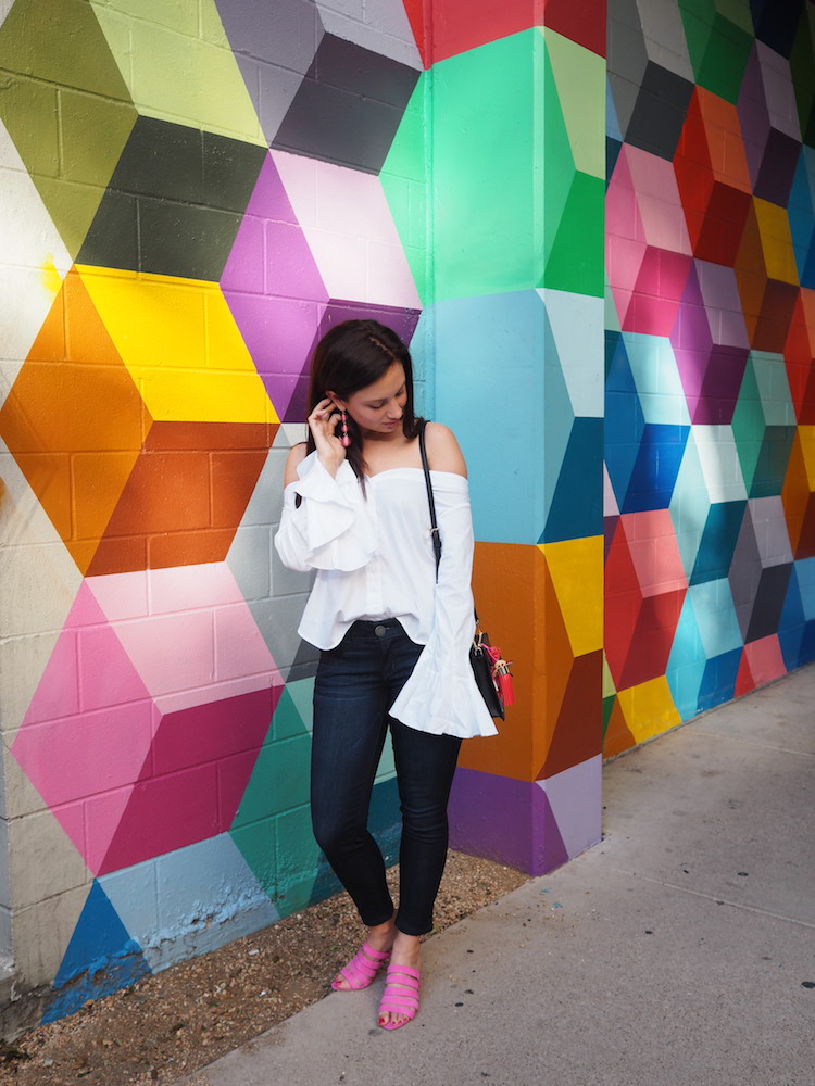 Cristina from The Brunette Nomad talks about one of her favorite Dallas restaurants in her Dallas Food Guide, O'jeda's, with the help of Kate Spade