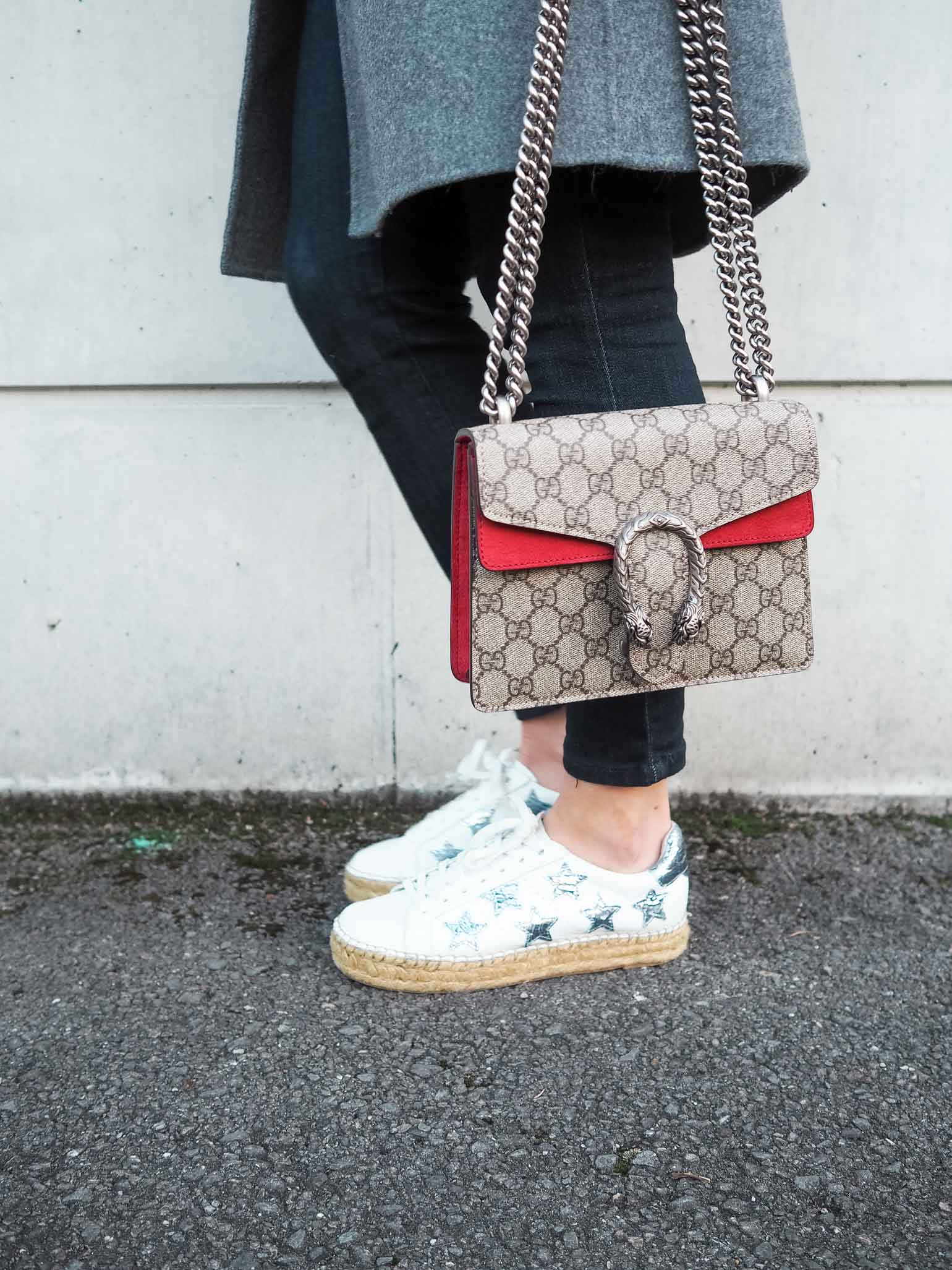 Fashion blogger is wearing a casual weekend style with Gucci Dionysus