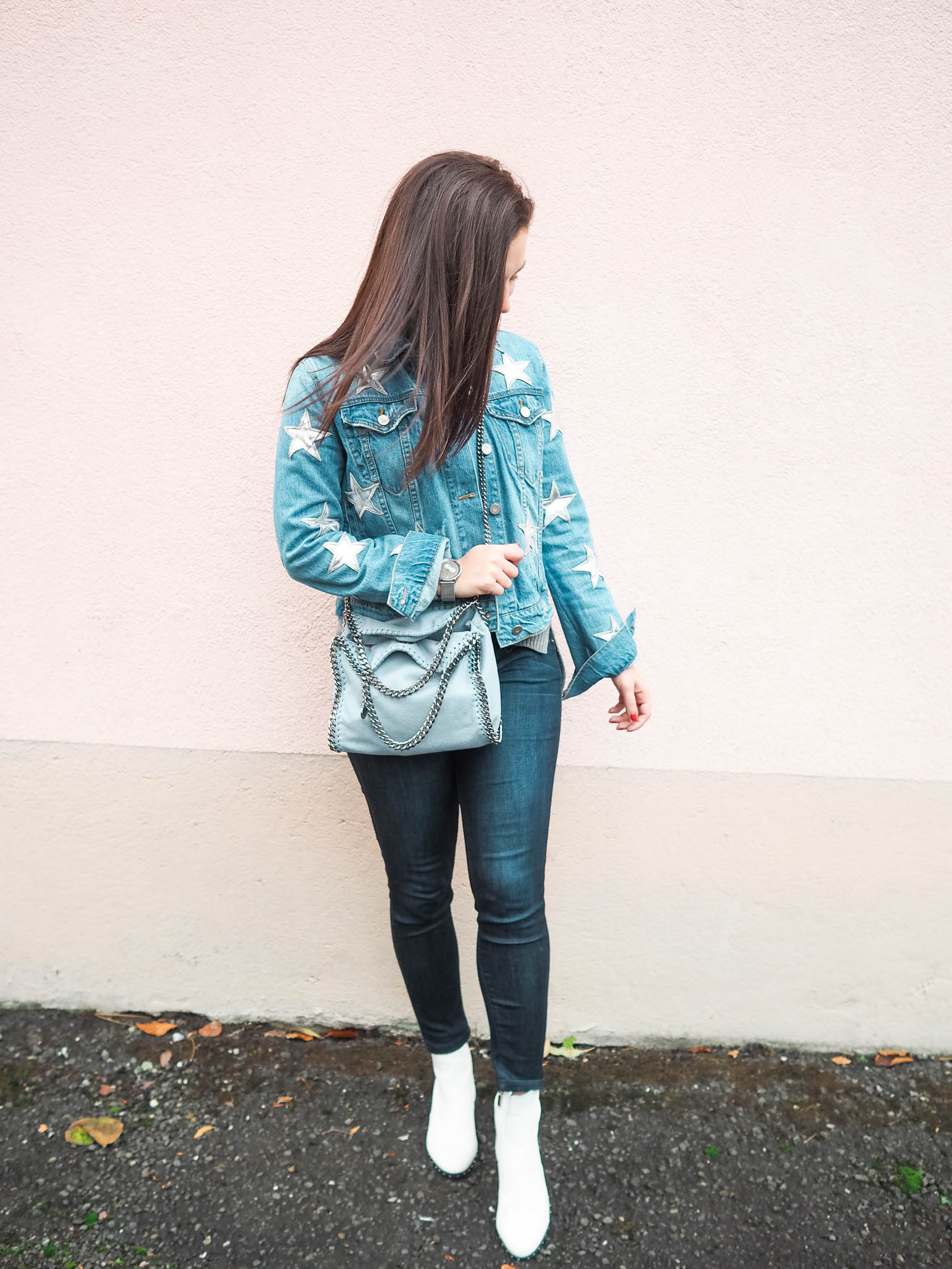 Cristina from The Brunette Nomad, Dallas fashion blogger living in Switzerland, shows you how to winterize your denim jacket using her favorite star printed denim jacket