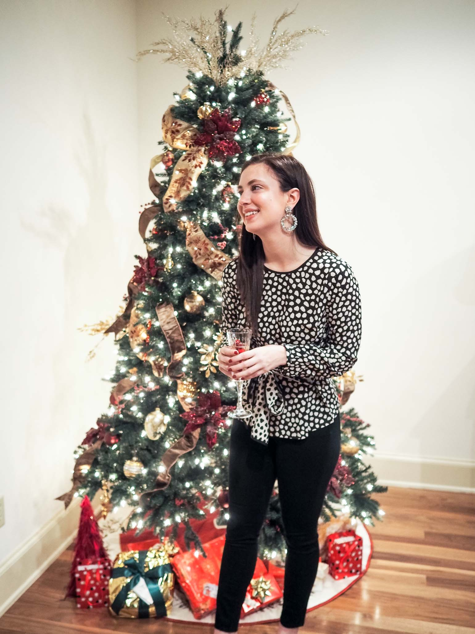 Cristina from The Brunette Nomad, Dallas fashion blogger, shares her casual holiday party look and two holiday cocktails that you need to serve for all of your holiday parties this season