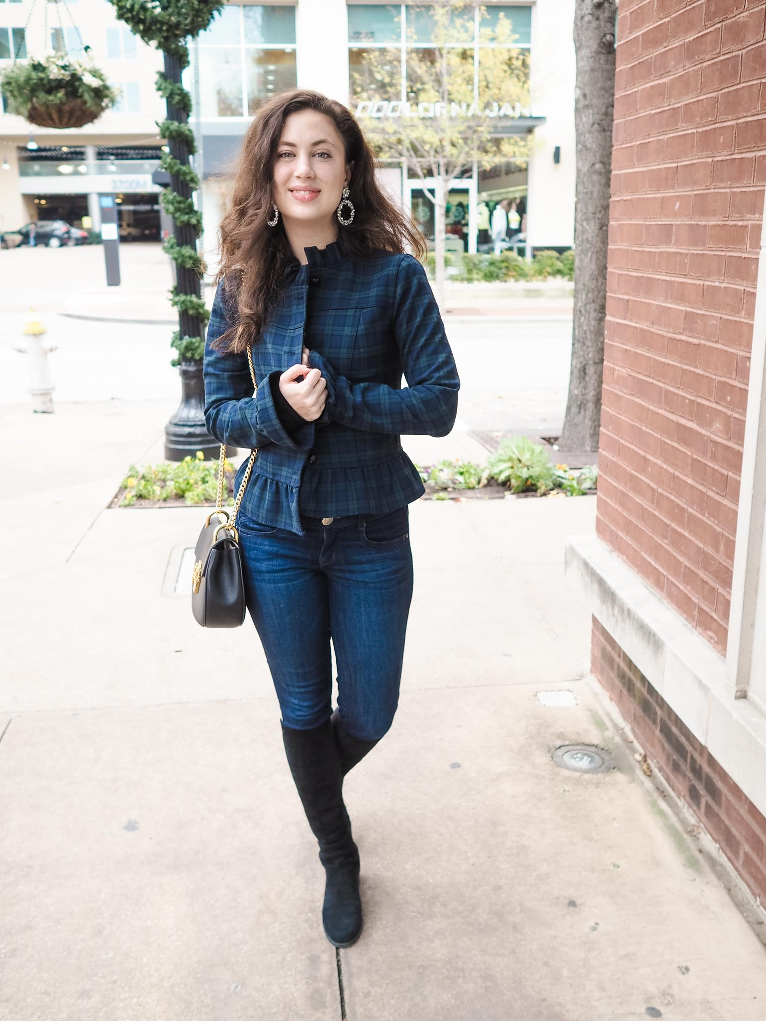 Cristina from The Brunette Nomad, Dallas fashion blogger, shares her ruffled sleeve and plaid jacket from Banana Republic