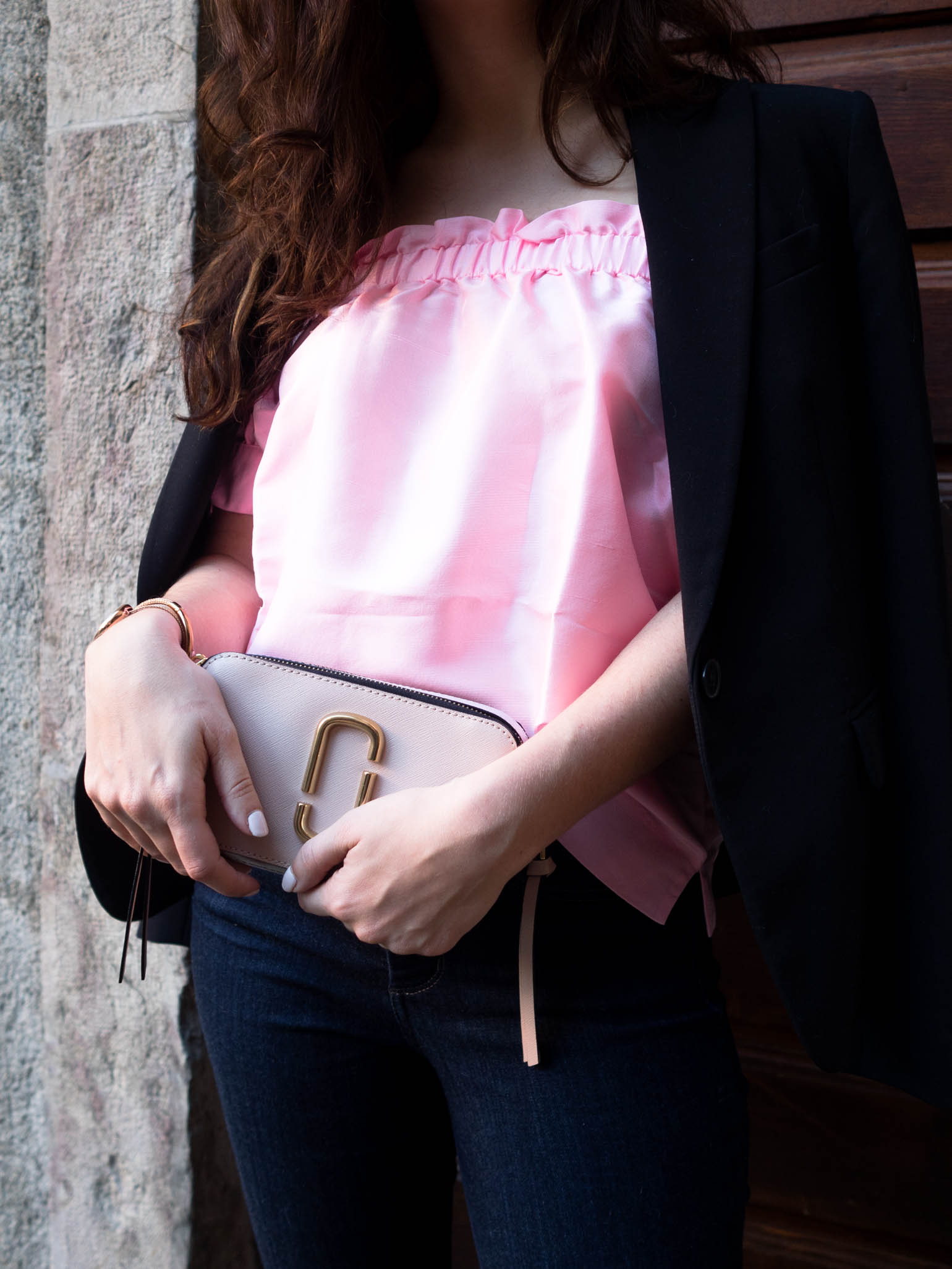 The Brunette Nomad styling a Valentine's Day date night look_Dallas fashion blogger
